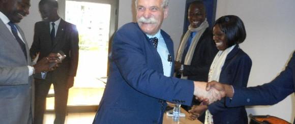 Tout le monde a beaucoup travaillé. 100 % de réussite à l'examen d'agent commercial. Michel HAMON félicite les étudiants.